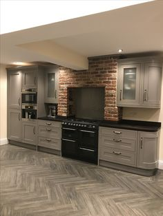 20 Shaker Style Kitchens Grey Cabinets Trends, Ideas & How to Design B&q Kitchens, Howdens Kitchens, Black Kitchens, Shaker Style Kitchen Cabinets, Shaker Style Kitchens, Kitchen Cabinet Styles, Home Decor Kitchen, Kitchen Furniture, Interior Exterior