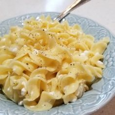 Polish Noodles (Cottage Cheese and Noodles) – my grandchildren loved this growin… – Kolay yemek Tarifleri Cottage Cheese Pasta, Cottage Cheese Recipes, Cottage Cheese Pancakes, Cheese Noodles, Egg Noodles, Cabbage And Noodles, Queso Feta, Hungarian Recipes, Slovak Recipes