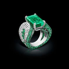 #deGRISOGONO High Jewellery ring in white gold set with white diamonds and emeralds #Craftamship