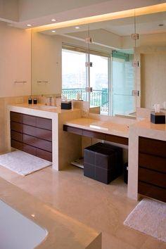 Lavamanos en baño principal con tocador