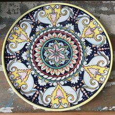 O último dessa fornada! ☺️Prato estilo italiano! #ceramic #ceramica #ceramics #cerâmica #arte #art #artista #artist #decoration #decoracao #decoração #pintura #pinturaamao #handmade #lilianacastilho