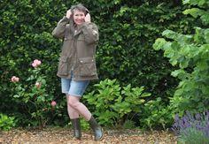Rustikales Sommer-Regen-Outfit mit Gummistiefeln