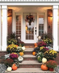 21 Fabulous Fall Front Porch Decorating Ideas Just for You - A Beautiful Blooming Flowers With Pumpkins Ornaments In The Small Front Porch Fall Home Decor, Autumn Home, Holiday Decor, Fall Yard Decor, Christmas Decor, Christmas Wreaths, Autumn Decorating, Porch Decorating, Decorating Ideas