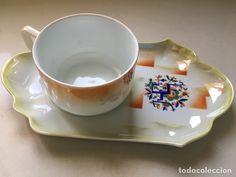 Bandeja desayuno con taza
