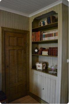 Platsbyggt skåp samt dörr till linneskåp