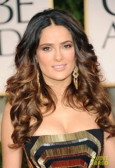 Girls with long curly hairstyles are the desire of many other women. Most famous Hollywood and celebrities have long curly hairstyles. This particular hairstyle is also the most popular for special occasions and even. Spring Hairstyles, Trendy Hairstyles, Wig Hairstyles, Salma Hayek, 100 Human Hair, Human Hair Wigs, Babylights Hair, Long Curly Hair, Curly Hair Styles