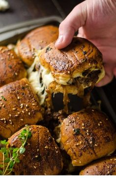 French Onion Beef Sliders For A Crowd. This is one appetizer recipe you don't want to skip. Serve it for the Super Bowl and watch how quickly these little sandwiches disappear. beef recipes French Onion Beef Sliders For A Crowd Appetizer Recipes, Dinner Recipes, Delicious Appetizers, Party Appetizers, Meat Appetizers, Party Recipes, Party Snacks, Party Dips, Superbowl Party Food Ideas