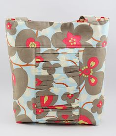 would totally love to win this bag (or any  of the others) by Ruffled Giraffe in the giveaway hosted by the fab Six Sisters blog!