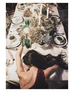 Después de tantas comilonas I'm feeling exactly like this  { by @pipi_horma}. #Christmas #Navidad #goodnight #buenasnoches #tablesetting #wedding #boda #bride #bridal #onedaybridal #onedaybride #novia #eventos #centrosdemesa #flores #flowers #detalles #mesa #decoración #decoration #deco #weddingflowers #beautiful #gorgeous #weddinginspiration #inspiration #love #like #picoftheday #siempremia