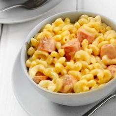 Nudeln, Würstchen, viel Gemüse und eine cremige Sauce: Kinder lieben diese Makkaroni-Wurst-Pfanne und sie steht in gerade einmal 35 Min. auf dem Tisch.