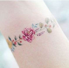 12 Tattoo Designs That Will Be The Perfect Addition To Your Bracelet Stack - Online Health Shop Armband Tattoos, 12 Tattoos, Bild Tattoos, Wrist Tattoos, Love Tattoos, Body Art Tattoos, Small Tattoos, Tattoos For Women, Tatoos