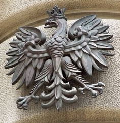 A white eagle is #Poland's official crest, and most known symbol, meaning victory, #patriotism and strenght that keeps Pole's heads up even in the darkest of times - a way of thinking shared with America.   (Photo by Tom Link)    http://info-poland.buffalo.edu/classroom/eagle.html