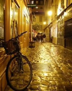 That nighttime, sidestreet, bicycle life. (Paris).
