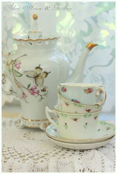 such a delicate tea time setting ...