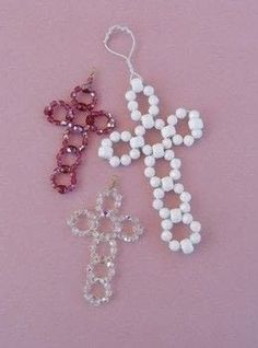 Make an easy beaded cross .  Free tutorial with pictures on how to make a cross pendant in under 60 minutes by jewelrymaking with beads, wire, and wire cutters. Inspired by crosses. How To posted by Terry R.  in the Jewelry section Difficulty: Easy. Cost: Cheap. Steps: 11