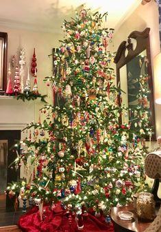 Christmas Tree Inspiration, Christmas Tree Themes, Christmas Tree Decorations, Christmas Ideas, Xmas Trees, Merry Little Christmas, Christmas Love, Christmas Lights, Vintage Christmas