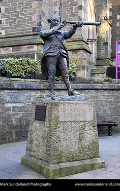 Adam Duncan Statue Dundee Scotland by Mark Sunderland, via Flickr