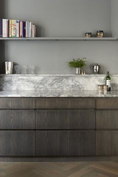 Kitchen in wood and marble.