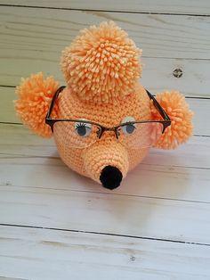 Poedel Brilhouder - free crochet poodle specs holder pattern in English and Dutch by Lisa Ferrel. Crochet Gifts, Crochet Hooks, Crochet Craft Fair, Crochet Eyes, Dog Crochet, All Free Crochet, Eyeglass Holder, Yarn Needle, Spring Crafts