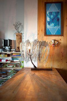 Lámpara de mesa en hierro envejecido y galvanizado ( 55 x 48 x 25 cm ) #Arte, #lampara, #metal, #muebles #diseño #artesano. #Art, #lamp, #furniture #craftsman #design