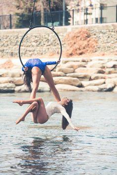 Aerial hoop doubles over water. Lyra Aerial, Aerial Acrobatics, Aerial Dance, Aerial Hoop, Aerial Arts, Aerial Silks, Belly Dancing Classes, Pole Dancing, Female Base