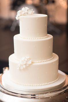 Floral Wedding Cakes, Wedding Cake Rustic, Wedding Cakes With Cupcakes, White Wedding Cakes, Elegant Wedding Cakes, Beautiful Wedding Cakes, Wedding Cake Designs, Beautiful Cakes, Wedding Cake Simple