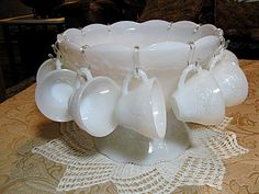milk glass punch bowl - someone get this for me for christmas Antique Glassware, Vintage Kitchenware, Vintage Vases, Vintage Antiques, Punch Bowl Set, Anchor Hocking, Pressed Glass, Milk Glass, Cookware