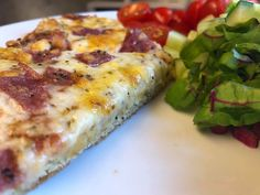 Pizza med luftig bunn Ketchup, Lchf, Feta, Zucchini, Pizza, Vegetables, Vegetable Recipes, Veggies
