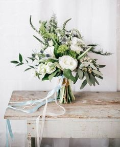 The more I see these less structured bouquets I like them. I think I may prefer this style over the traditional. I like the way the flowers are kind of wild #weddingflowers