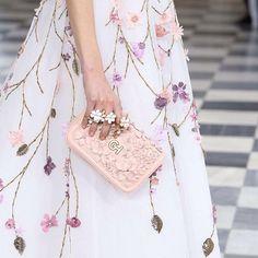 Simply Surreal: #GEORGESHOBEIKA Spring-Summer 2016 Couture. #parisfashionweek #paris #hautecouture #SS16 #monnaiedeparis #breathless #accessories #bags #rings