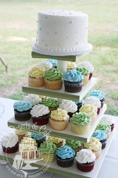 Wedding guests received cupcakes and the bride & groom were still able to perform the cake cutting ceremony with the top tier - a 6-inch round cake.