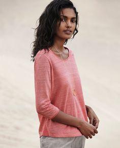 Scoop-neck linen T-shirt