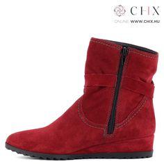 7d4e19fa50ad Bőr cipők · Piros bélelt Tamaris bokacsizma bőrből. Recés gumi talppal és  3,5 cm magas sarokkal