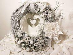 HolidayDecor / Vianočný veniec biely Grapevine Wreath, Grape Vines, Wreaths, Home Decor, Decoration Home, Door Wreaths, Room Decor, Vineyard Vines, Deco Mesh Wreaths