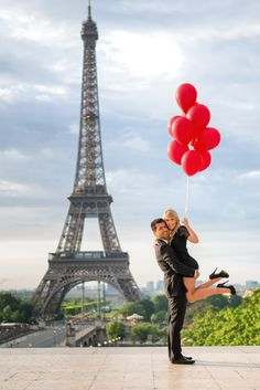 A collection of Paris engagement photos taken in various locations around the city. Get inspired with pictures from Eiffel Tower, the Louvre and more. Tour Eiffel, Torre Eiffel Paris, Paris Eiffel Tower, Eiffel Towers, Paris Engagement Photos, Engagement Pictures, Photoshoot London, Paris Couple, Romantic Photos