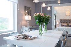 Ruokailutila syntyy näyttävällä ruokapöydällä ja -tuoleilla, kummatkin Casuarinasta. #asuntomessut2014