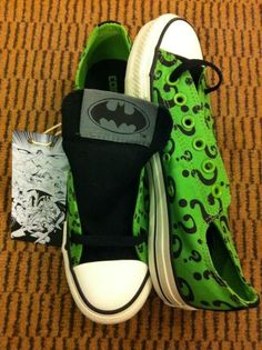 The Riddler Converse Shoes.Despite the fact that Im not really a converse-shoe type of person. I really like these xD Cool Converse, Converse All Star, Converse Shoes, Shoes Heels, Joker Converse, Batman Shoes, Converse Style, Prom Shoes, Gucci Shoes