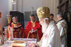 Његова Свeтост Патријарх српски г. Иринеј служио је 25. јуна 2017. године свету архијерејску Литургију у храму Силаска Духа Светог на Апо...