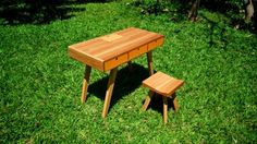 Desk and stool for kids - Escrivaninha e banquinho infantil - Montessori Handmade Furniture, Kids Furniture, Outdoor Furniture Sets, Outdoor Decor, Picnic Table, Montessori, Stool, Woodworking, Desk