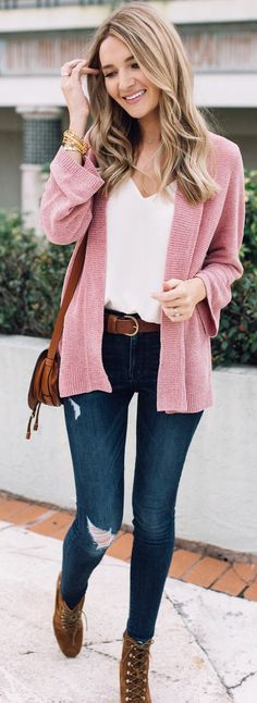 spring  outfits woman wearing pink cardigan and blue distressed jeans. Pic  by   80a4a2678bd