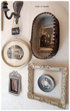 Variations Creative Frame Wall Decoration for Your Home. Amazing and Creative Frame Wall Decoration for Your Home. Bored with a plain wall look? Do not rush to replace the paint or coat it with wallpaper. Old Photos, Vintage Photos, Vintage Frames, Vintage Photographs, Images Murales, Wall Groupings, Deco Retro, Photo Craft, Photo Displays