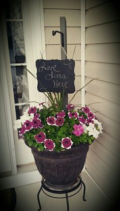 Front porch flowers with wooden picket fence post, stained gray with hanging bas. - Front porch flowers with wooden picket fence post, stained gray with hanging basket hook & chalkboard sign 😉 super cute! Garden Front Of House, Lawn And Garden, Yard Design, Fence Design, Hanging Basket Hooks, Front Porch Flowers, Front Porches, Wooden Garden Planters, Large Planters