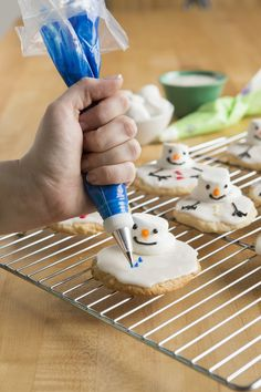 Get crafty for the holidays with these fun-to-make melty marshmallow snowman cookies! #BigLots