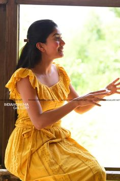 Sai pallavi Frocks For Girls, Kids Frocks, Girls Dresses, Indian Actress Photos, Beautiful Indian Actress, Frock Fashion, Fashion Dresses, Casual Frocks, Ikkat Dresses