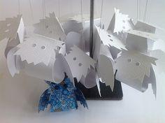 Bellas bedrifter: Et dusin sne-ugler i papir...