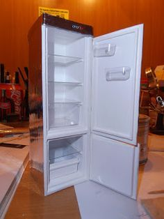 Este frigorífico le hice siguiendo un tutorial que encontré en la red (Izan). Como siempre he cambiado algunas cosas, por ejemplo para la p...