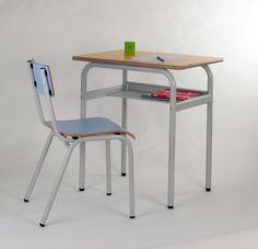 Colección de mesas y sillas de estructura metálica. Silla EXPERT en color azul lavanda con Pupitre individual en amarillo. Ambas con estructura gris en pintura Epoxi