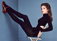 Anna Kendrick legs up : Celebs Beautiful Female Celebrities, Beautiful Actresses, Beautiful Women, Anna Kendrick Body, Anna Hendricks, Lea Seydoux, Elegantes Outfit, Pitch Perfect, Thing 1