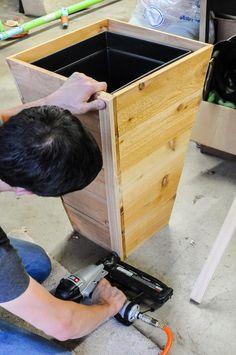 DIY Cedar Planter Box Tutorial - Juggling Act Mama - Modern Design Wooden Planter Boxes Diy, Tall Planter Boxes, Tall Outdoor Planters, Cedar Planter Box, Wood Planters, Wooden Diy, Planters For Front Porch, Building Planter Boxes, Pallet Planter Box