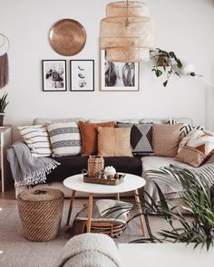 Images and videos of home decor – A mix of mid-century modern, bohemian, and industrial interior style. Home and apartment decor, Decoration Inspiration, Decor Ideas, Boho Ideas, Decoration Pictures, Design Inspiration, Diy Ideas, Boho Living Room, Living Room Pillows, Living Room Neutral